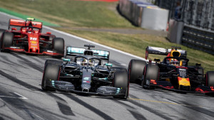 Do nove sezone Formule 1 preostalo je nekoliko dana, a počeo je rat Red Bulla i Mercedesa