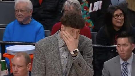 Komična reakcija Jusufa Nurkića nakon Lillardovih čuda na parketu