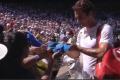 Federer davao autograme, Džumhuru samo pružili ruku
