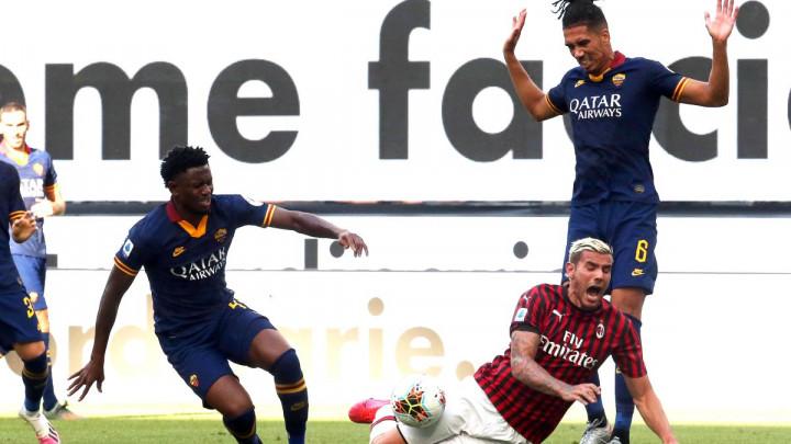 United potvrdio: Smalling i Alexis ostaju u Italiji, ali samo do kraja Serije A