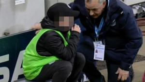 Dječak neutješan nakon greške koju je napravio, ali podrška koju je dobio na terenu je nevjerovatna