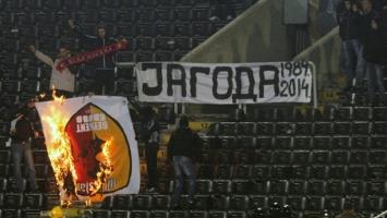Grobari zapalili zastavu Galatasarayja