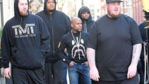 Ko može biti tjelohranitelj Floyda Mayweathera? Ovi momci su ogromne zvijeri koji imaju sjajne plate