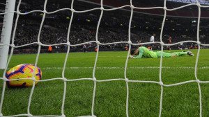Znači li ovo da Asmir Begović odlazi? Bournemouth pregovara sa fantastičnim golmanom!