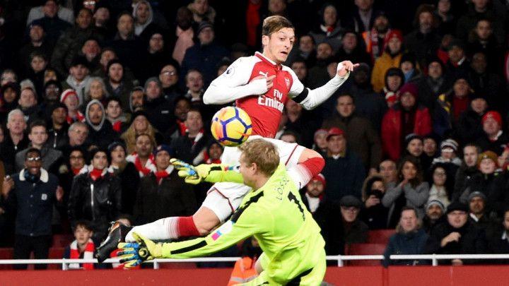 Arsenal petardom ispratio Huddersfield