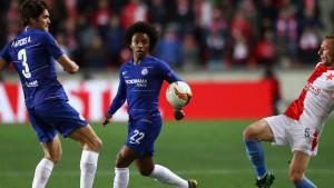 Ljubav prema klubu: Navijači Chelseaja u čudu gledali igrače i navijače Slavije nakon utakmice