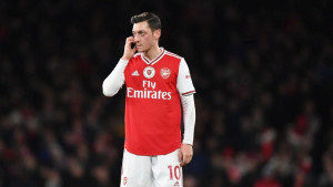 Arsenal iz bizarnog razloga nije prodao Ozila
