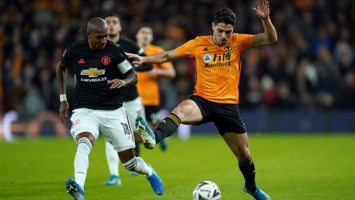 Cijena 1.5 miliona eura: Young napustio Manchester United nakon osam i pol godina