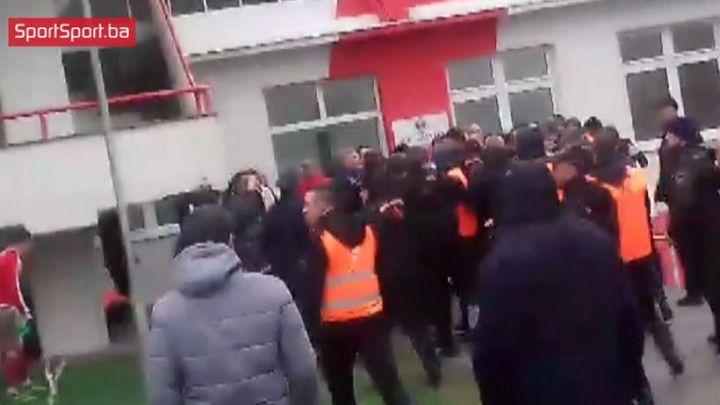 Rusvaj na kraju: Bjelica izazvao bijes Mostaraca, reagovali i redari