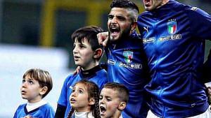 Tokom himne protiv Portugala i Insigne je shvatio da mu se ponovo svi smiju