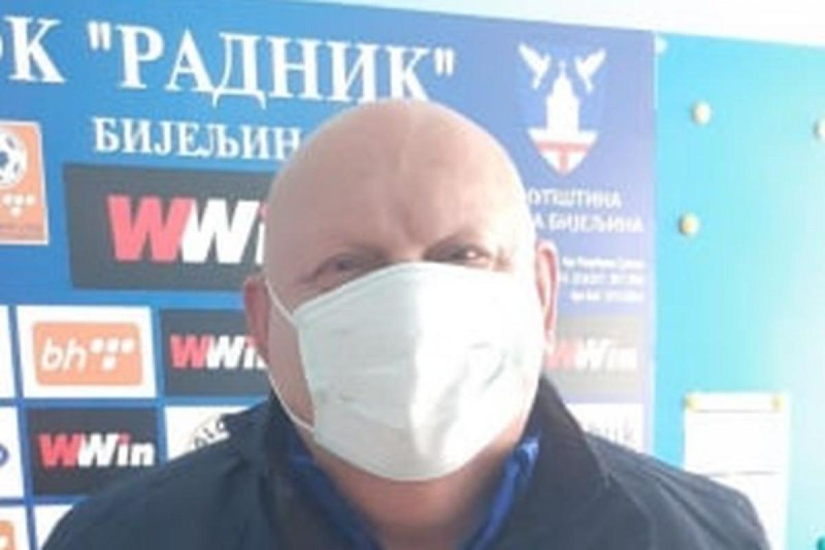 Za njega nema odmora: Petrović s maskom svaki dan na stadionu