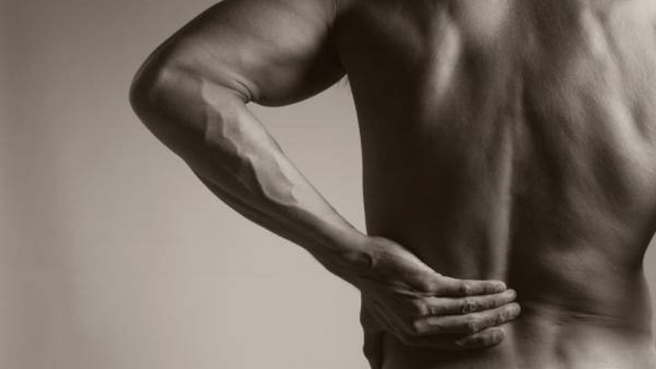 Pet vježbi koje mogu pogoršati bol u leđima