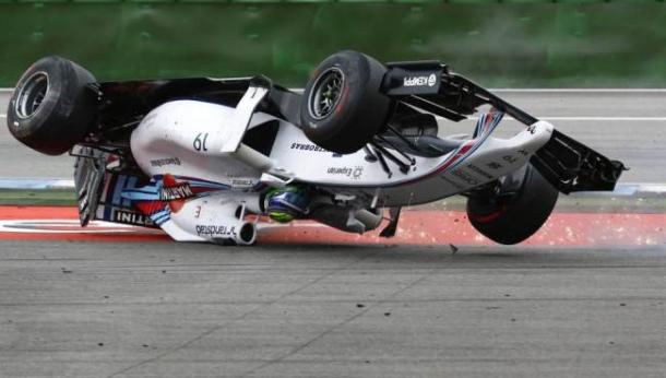 Massa završio na krovu nakon sudara sa Magnussonom