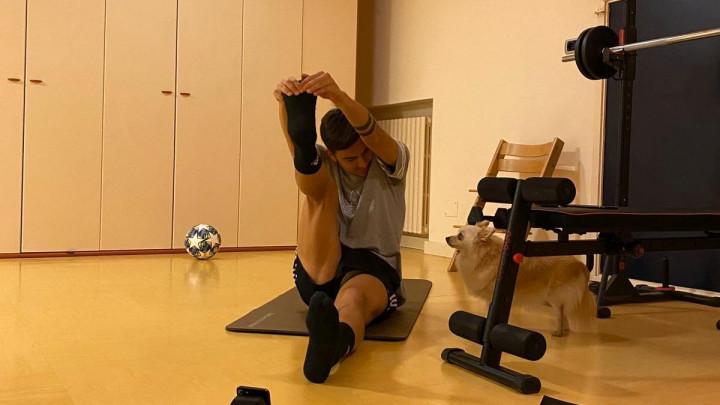 Paulo Dybala pokazao kako trenira u kućnoj izolaciji