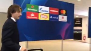 Pogledajte reakciju Modrića kada su mu novinari dobacili da je osvojio Zlatnu loptu