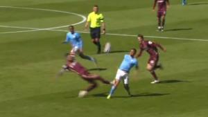 Igrač Leedsa pokosio Gabriela Jesusa i mogao mu završiti karijeru, pa se čudio zbog crvenog kartona
