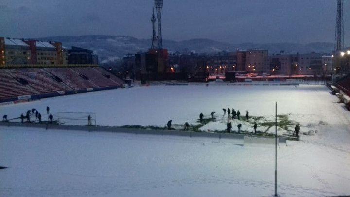 Od članova Uprave do omladinaca: Svi čiste teren Gradskog stadiona u Banjoj Luci