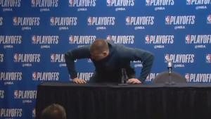 Nervozni Jokić psovkom završio press konferenciju