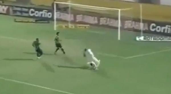 Brazilski golman u K-1 stilu nokautirao igrača