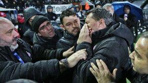 Haos u Grčkoj: Veliki derbi odgođen, trener Olympiakosa završio u bolnici