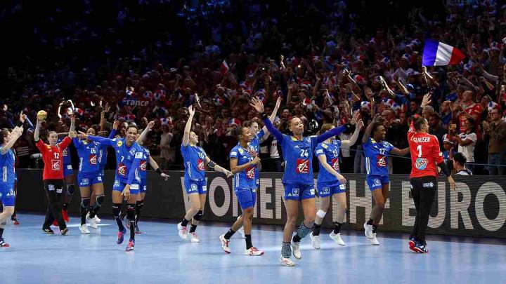 Francuskinje podigle trofej pred domaćom publikom