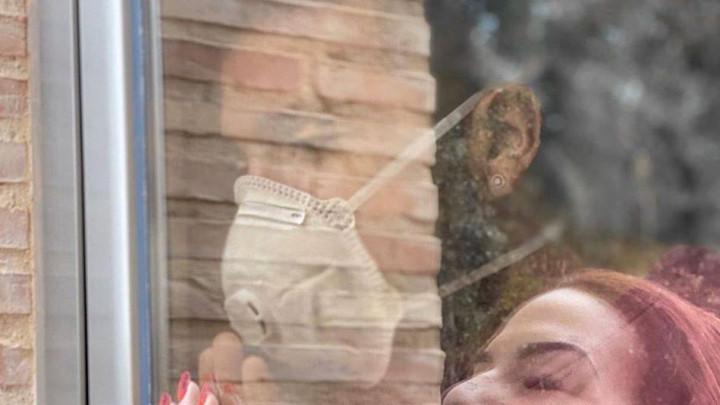 Srceparajuća fotografija Garayja: Pokazao na koji način može vidjeti svoju porodicu u izolaciji