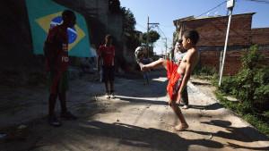 Zvijezda Manchester Cityja donirala tri tone hrane za favele Sao Paula