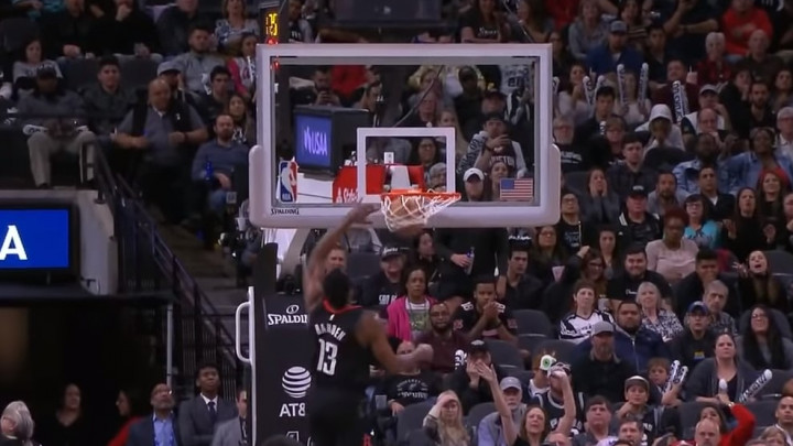 NBA sudije više ne priznaju ni čista zakucavanja: Bizarna odluka nakon kucanja Hardena