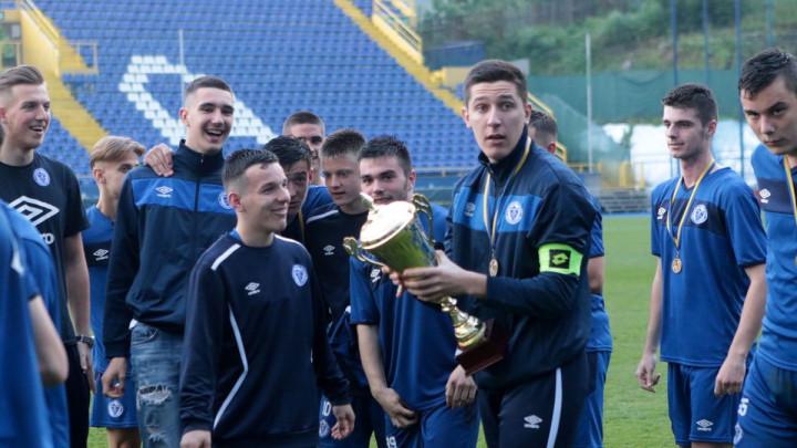 Kadeti FK Željezničar nakon meča proslavili naslov prvaka