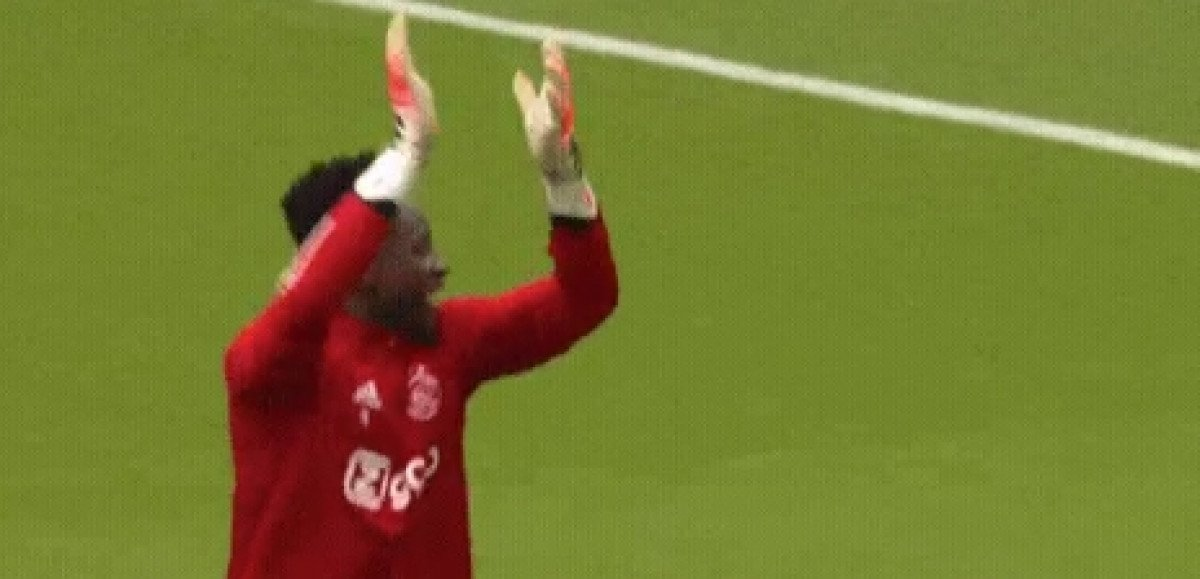 Golman Ajaxa pozdravljao prazne tribine