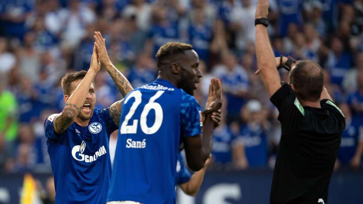 Navijači Schalkea podnijeli prijavu policiji protiv sudije zbog dva nedosuđena penala protiv Bayerna