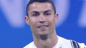 Igrači Intera slave, a kamera prikazuje Cristiana Ronalda