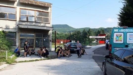 Igrače i sudije dočekao katanac u Zavidovićima