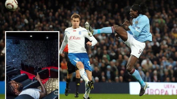 Na šta Adebayor troši milione? Stajlinzi su čudni, a tek da vidite mjesto s kojeg gleda utakmice...