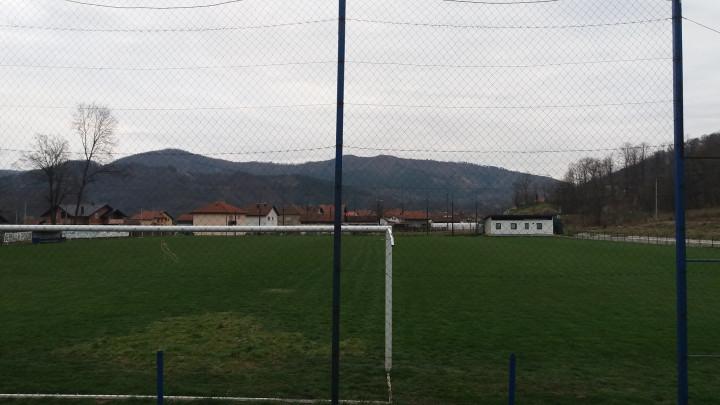 Uređenje travnjaka na stadionu jesenjeg prvaka Druge lige Centar