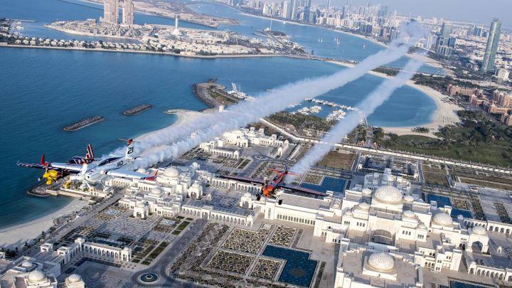 Piloti letjeli iznad predsjedničke palate u Abu Dhabiju