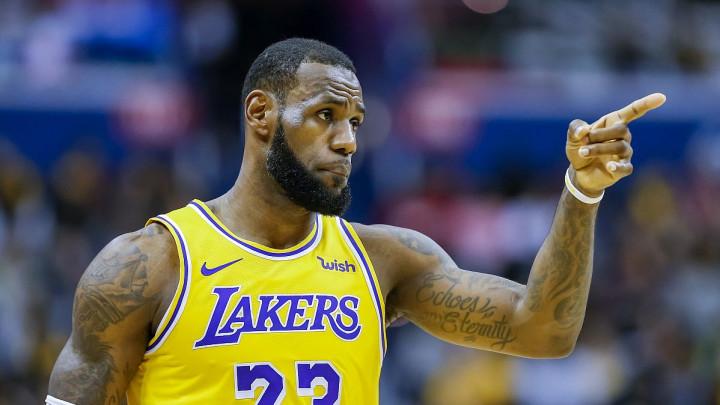 """LeBron James u posebnim patikama prestigao Jordana, čestitao mu i sam """"Gospodin Zrak"""""""