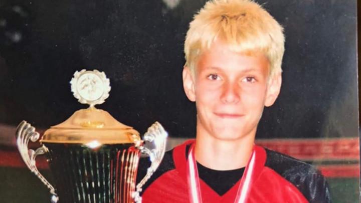 Dječak sa fotografije je jedan od boljih napadača iz Premijer lige BiH, prepoznajete li ga?