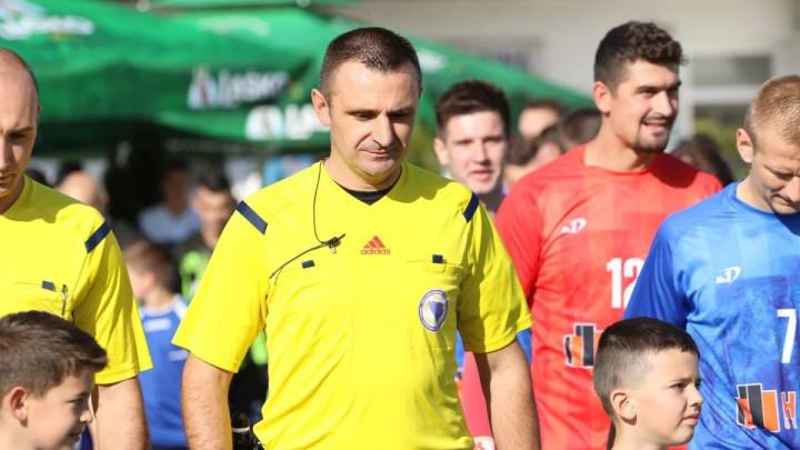 Ilija Živković na centru u Kaknju, Ernis Džemidžić sudi utakmicu u Gabeli