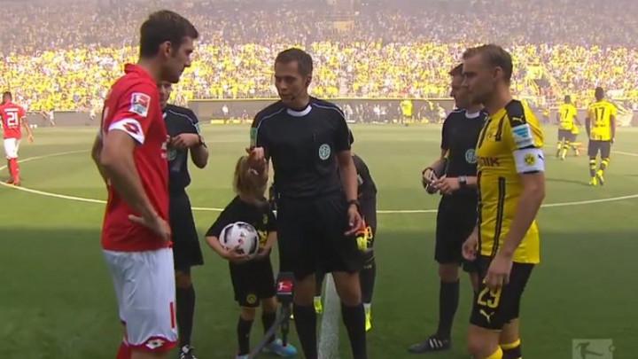 Pravi je čudak: Znate li šta radi golman Borussije prije svakog meča?