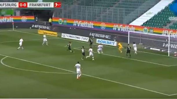 Brekalo promašio nemoguće protiv Eintrachta