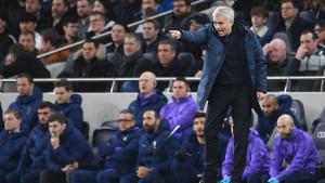 Mourinho nakon meča: Sterling je zaslužio crveni karton
