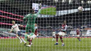 Tottenham ispustio tri gola u deset minuta: Lanzini nestvarnim golom šokirao Mourinha