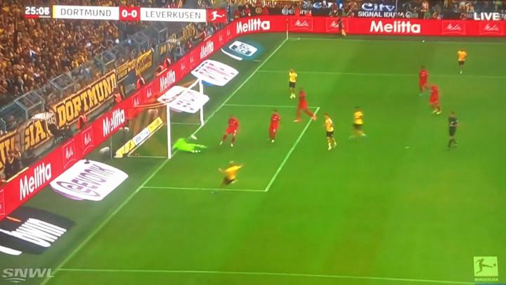 Borussia vodi protiv Leverkusena, ali je nevjerovatno šta je golman gostiju prije toga odbranio