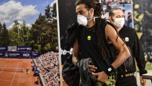 Počeo je tenis u doba korone: Nema skupljača lopti, kad se vrate nosit će rukavice i maske