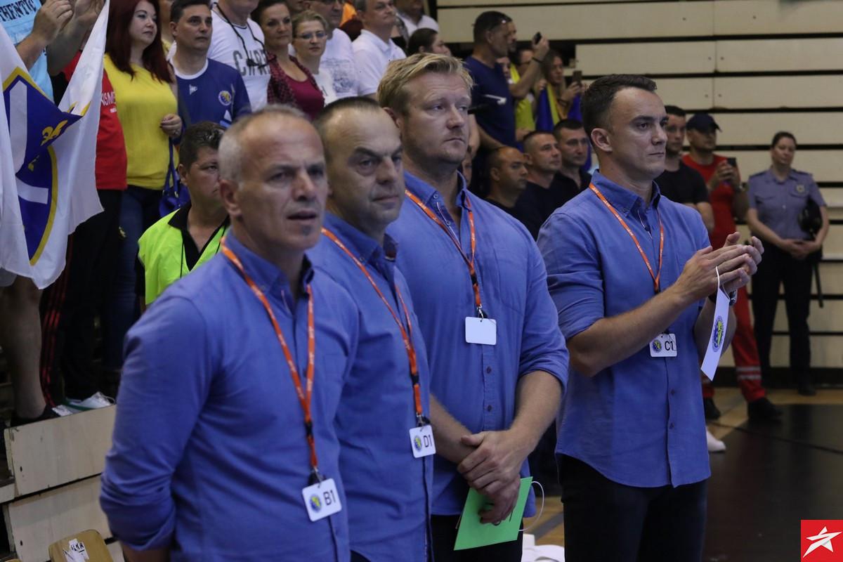 RS BiH demantovao Boesena, proizvođač sportske opreme mu odgovorio dokaznom fotografijom