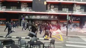 Žestok obračun navijača Valencije i Barcelone ispred Mestalle