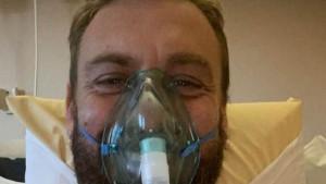 De Rossi koristi masku s kisikom zbog otežanog disanja, ali svejedno je nasmijan