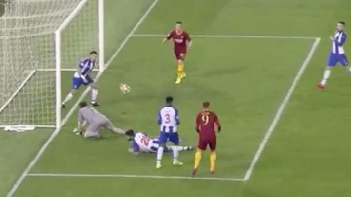Džeko nije imao sreće: Sjajna tehnika, ali stativa je spasila Porto
