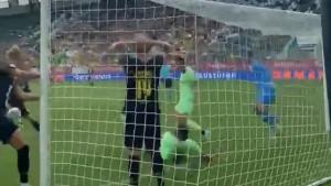 Igrači Dortmunda se uhvatili za glavu kada su vidjeli šta je Haaland promašio